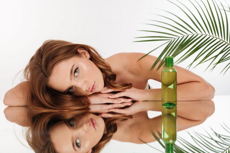 boccetta di cristalli liquidi e donna