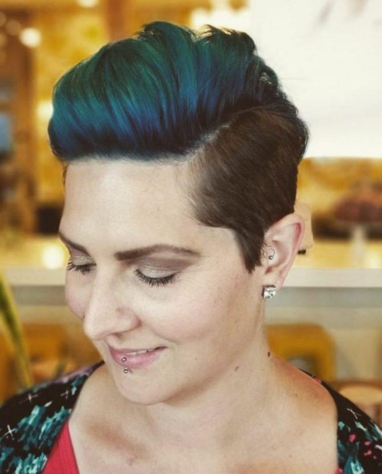 donna capelli corti blu