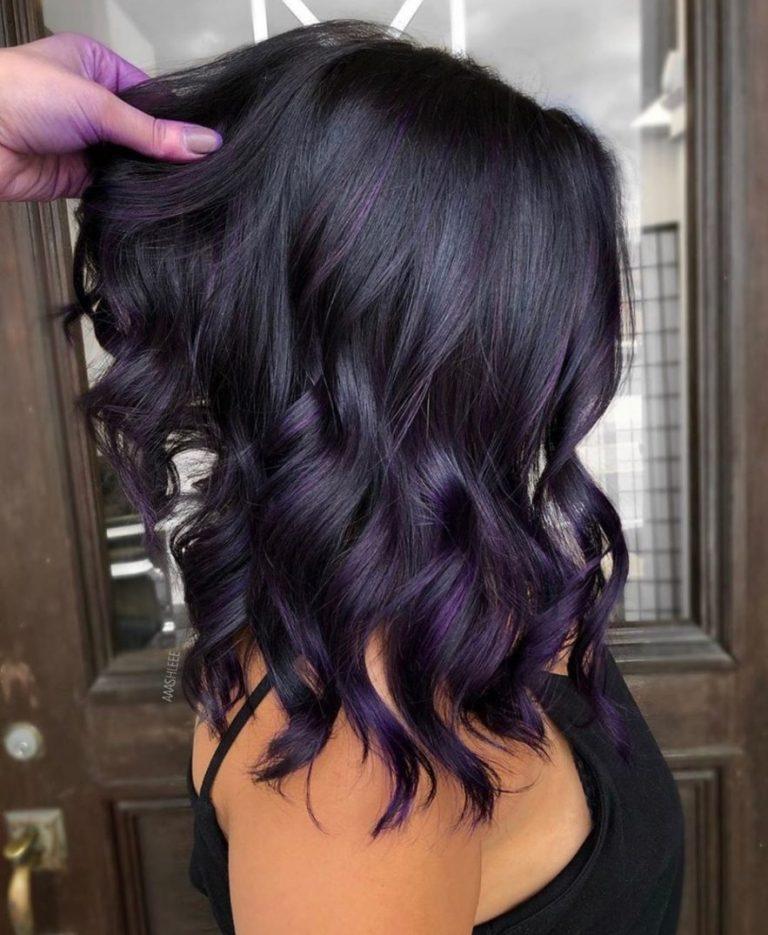 capelli scuri blu medi
