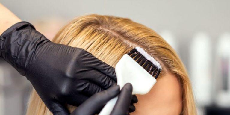 spatolina che ripassa la ricrescita capelli