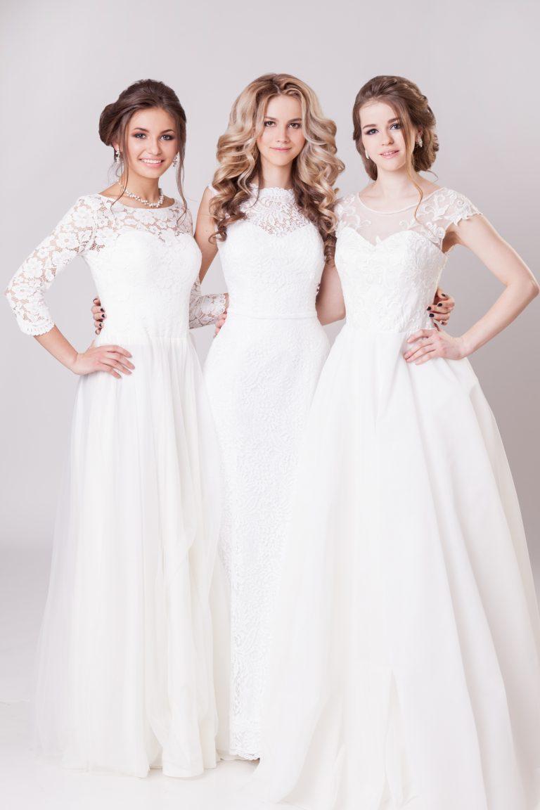 tre donne vestite da sposa