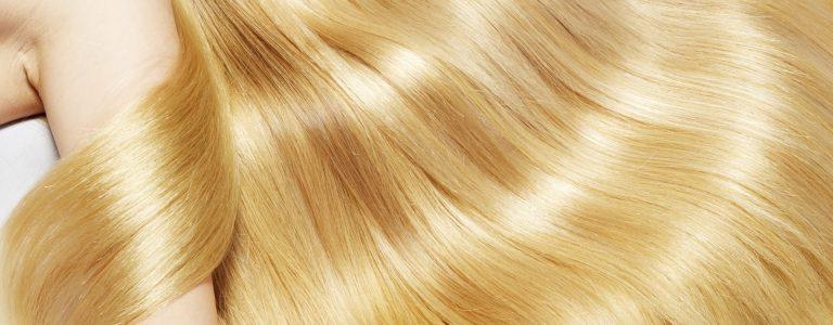 capelli biondi ondulati molto lucenti